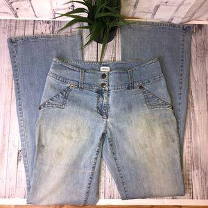 Vintage light wash bell bottom blue jeans. Sz 8